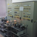 Uređaj za ispitivanje sklopki, priključnica i utikača na moć uključenja i isključenja i normalan rad